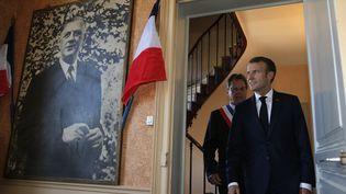 Emmanuel Macron à la mairie de Colombey-les-Deux-Eglises (Haute-Marne), le 4 octobre 2018. (VINCENT KESSLER / POOL)