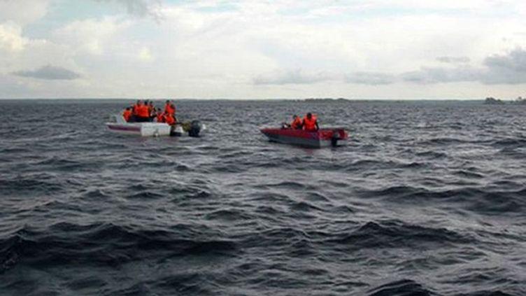 Des sauveteurs sur la Volga après le naufrage du Boulgaria en Tartastan (Russie) (AFP - Ministère tatare des situations d'urgence)