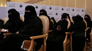 Des femmes participent à une cérémonie de remise de diplôme d'inspectrice d'auto-école, le 21 juin 2018 à Riyad (Arabie saoudite), quelques jours avant l'entrée en vigueur du décret royal autorisant les femmes à conduire dans le pays. (REUTERS  STAFF / Reuters)