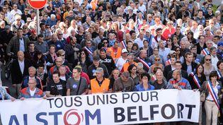 Des milliers de personnes défilent à Belfort (Territoires de Belfort) pour défendre Alstom, le 24 septembre 2016. (SEBASTIEN BOZON / AFP)