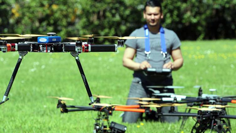 (© Maxppp - Les drones, de plus en plus répandus, sont pourtant soumis à une réglementation stricte)