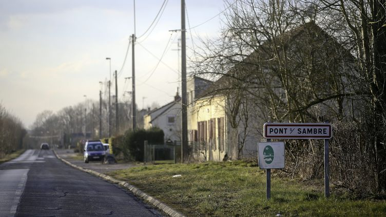 L'entrée du village de Pont-sur-Sambre (Nord), le 27 février 2018. (BELLOUMI / MAXPPP)