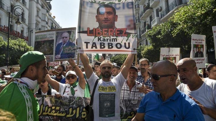 Manifestation à Alger, le 27 septembre 2019, demandant la libération de Karim Tabbou. (RYAD KRAMDI / AFP)