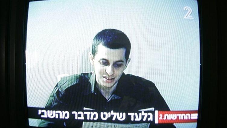 Une vidéo du soldat otage franco-israélien Gilad Shalit, diffusée le 2 octobre 2009 par la télévision israélienne (AFP / Jonathan Nackstrand)