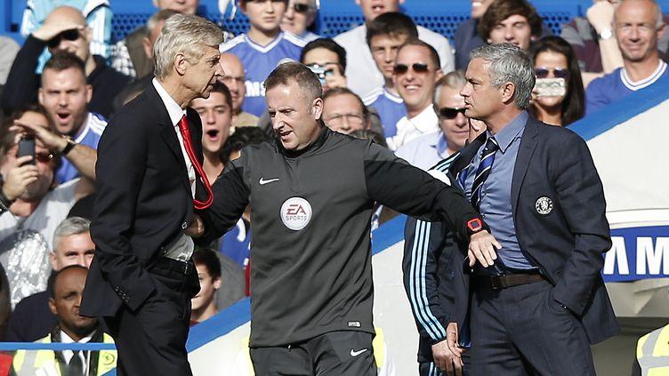 Arsène Wenger (Arsenal) et Jose Mourinho, ici en 2014 où il dirigeait Chelsea, ne se sont jamais bien appréciés... (ADRIAN DENNIS / AFP)