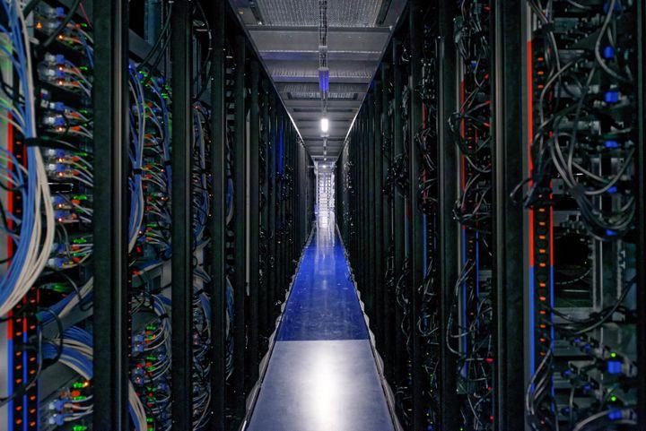 Le datacenter de Saint-Ouen-L'Aumône regroupe des milliers de données des plus grandes entreprises mondiales. (Datacenter DC5 Scaleway)