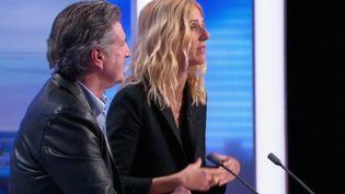 """Sandrine Kiberlain et Daniel Auteuil sont les invités du 20 h de France 2, mercredi 11 avril, et font découvrir leur nouveau film : """"Amoureux de ma femme"""". (France 2)"""