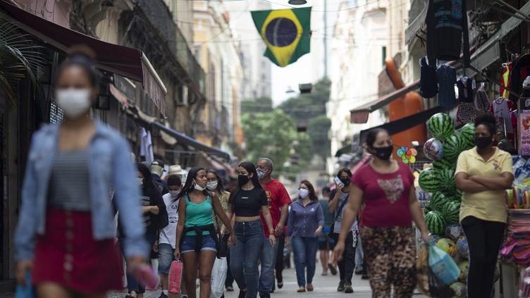 Le marché de Saara à Rio de Janeiro durant la pandémie de coronavirus, le 10 juillet 2020. (FERNANDO SOUZA / AGIF)