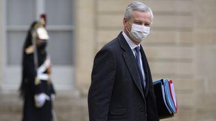 Le ministre de l'Economie Bruno Le Maire à la sortie de l'Elysée, à Paris, le 27 janvier 2021. (JULIEN MATTIA / ANADOLU AGENCY / AFP)