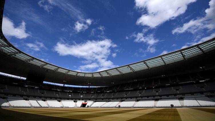 Le stade de France est désert, le 30 avril 2020 à Saint-Denis(Seine-Saint-Denis),alors que le pays est confiné pour juguler l'épidémie de coronavirus. (FRANCK FIFE / AFP)