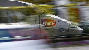 Un TGV à Nantes (Loire-Atlantique), le 8 novembre 2017. (LOIC VENANCE / AFP)