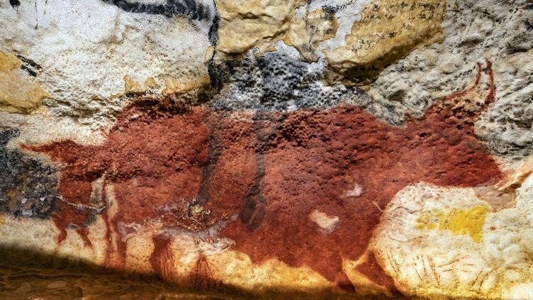 Une peinture de Lascaux IV, la réplique de la grotte de Lascaux (Dordogne), ouverte fin 2016 (HAUSER PATRICE / HEMIS.FR / HEMIS.FR / AFP)