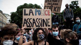 Une manifestation contre les violences policières à Toulouse, le 3 juin 2020. (LIONEL BONAVENTURE / AFP)