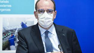Le Premier ministre Jean Castex lors d'une visio-conférence à l'hôpital de Tours (Indre-et-Loire), le 2 avril 2021. (GUILLAUME SOUVANT / AFP)
