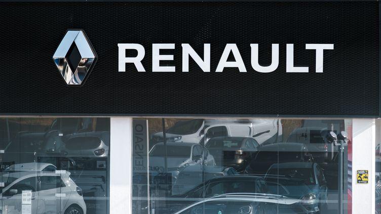 Une concession Renault à Morzine (Haute-Savoie), le 29 mai 2020. (JEAN-BAPTISTE PREMAT / HANS LUCAS)