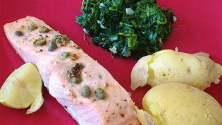 Les poissons gras comme le saumon, le thon ou la sardine contiennent une bonne dose d'omégas 3. (PATRICK LEFEVRE / MAXPPP)