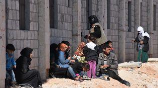 Des familles syriennes ont fui les quartiers rebelles d'Alep-Est, le 27 novembre 2016 (GEORGE OURFALIAN / AFP)