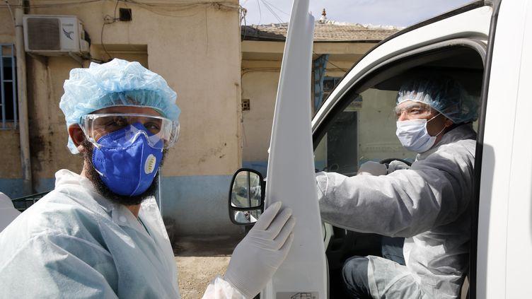 Cinq personnes,contaminées par leCoronavirus, en quarantaine à l'hôpital de Boufarik le 3 mars 2020. (BILLAL BENSALEM / NURPHOTO)
