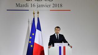Emmanuel Macron, le 16 janvier 2018, lors d'un discours à Calais sur la crise des migrants. (DENIS CHARLET / AFP)