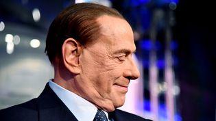 Silvio Berlusconi, dont la coalition droite/extrême droite était en tête dans les derniers sondages disponibles. (ALBERTO PIZZOLI / AFP)
