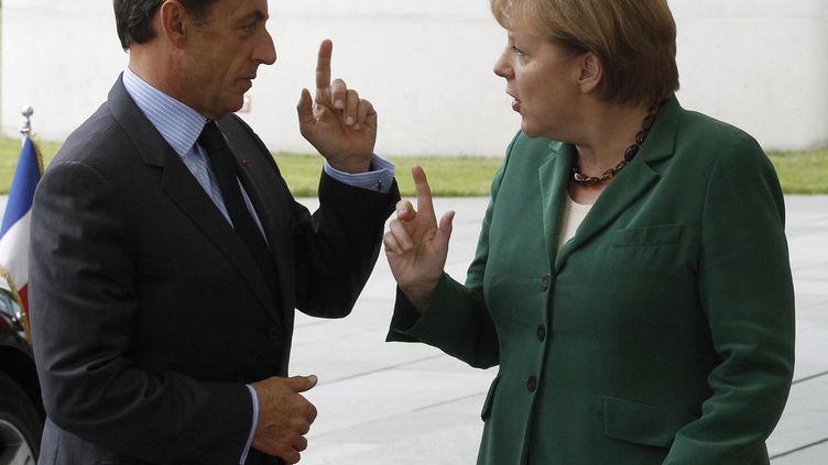 Nicolas Sarkozy et Angela Merkel en pleine explication lors d'un sommet de la zone euro à Berlin le 20 juin 2011. (TOBIAS SCHWARZ / REUTERS)