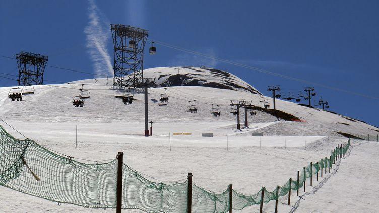 L'avalanche a eu lieu, mercredi 13 janvier, dans le secteur de Bellecombe, sur le domaine skiable des Deux-Alpes. (BABAYAGA / PHOTONONSTOP / AFP)