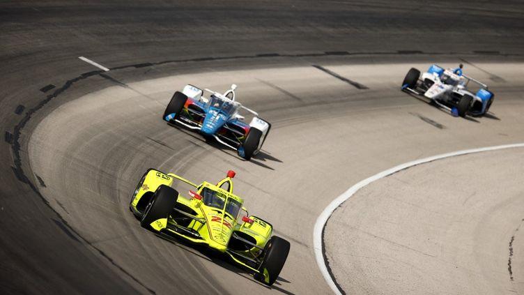 Simon Pagenaud (voiture jaune) s'est qualifié en 26ème position pour les 500 Miles d'Indianapolis. (JARED C. TILTON / GETTY IMAGES NORTH AMERICA)