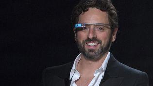 Le cofondateur de Google, Sergueï Brin, porte des Google Glasses après un défilé de mode à New York (Etats-Unis), le 9 septembre 2012. (ANDREW KELLY / REUTERS)