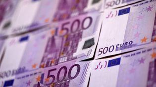 Ces billets de 500 euros ne sortiront plus des imprimeries de la Banque centrale européenne à partir de 2018, a annoncé l'institution le 4 mai 2016. (MIGUEL MEDINA / AFP)