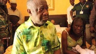 Laurent et Simone Gbagbo, le 11 avril 2011, après leur arrestation à Abidjan. (Aristide Bodegla / AFP)