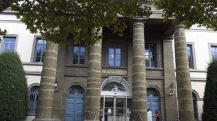 Vue extérieure du palais de justice du Puy-en-Velay (Haute-Loire), le 9 octobre 2017, où étaient jugés en appel les parents de la petite Fiona. (MAXPPP)
