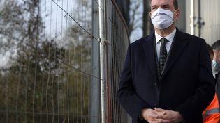 Le Premier ministre, Jean Castex, lors d'une visite à Rezé (Loire-Atlantique), près de Nantes, le 26 février 2021. (SEBASTIEN SALOM-GOMIS / AFP)