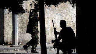 Combattants rebelles dans les rues de Tripoli au matin du 22 août 2011 (AFP - FILIPPO MONTEFORTE)