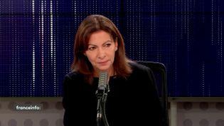 La candidate socialiste à la présidentielle, Anne Hidalgo, invitée des matins présidentiels de franceinfo le 25 octobre 2021. (FRANCEINFO / RADIO FRANCE)