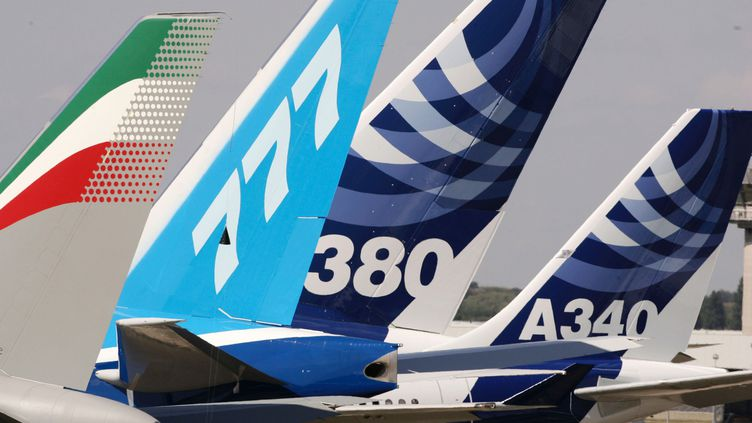 Un Boeing 777 et des Airbus A340 et A380 au salon aéronautique du Bourget. (PASCAL LE SEGRETAIN / GETTY IMAGES EUROPE)