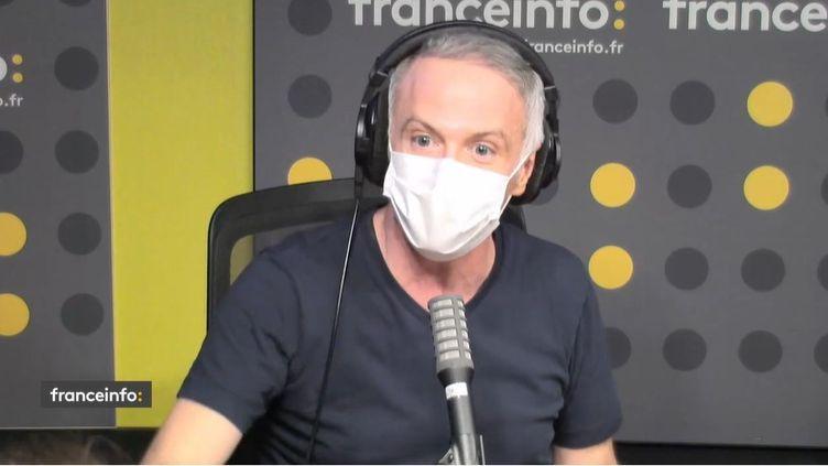 Samuel Etienne journaliste à franceinfo TV. (CAPTURE D'ECRAN DAILYMOTION)