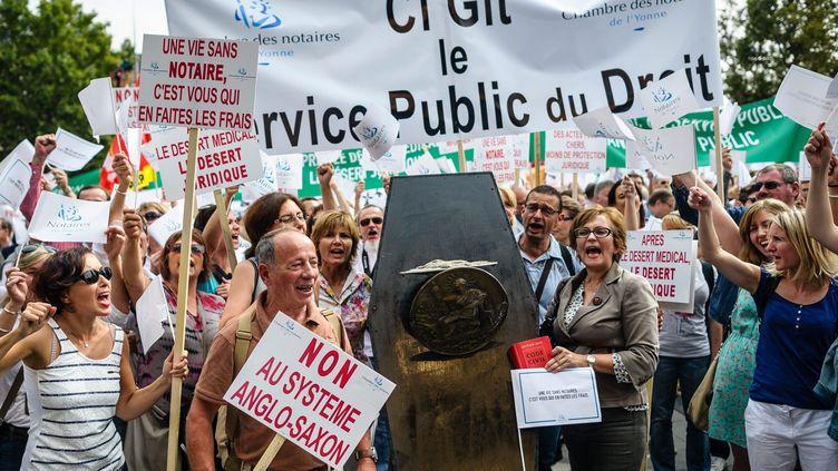 Entre 12 000 et 16 000 notaires se sont rassemblés place de la République, à Paris, mercredi 17 septembre 2014. (  MAXPPP)