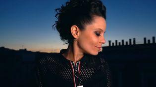 """Anne Paceo dans le clip de """"Bright Shadows"""" (réalisation : Kevin Gay)  (Capture image Youtube)"""