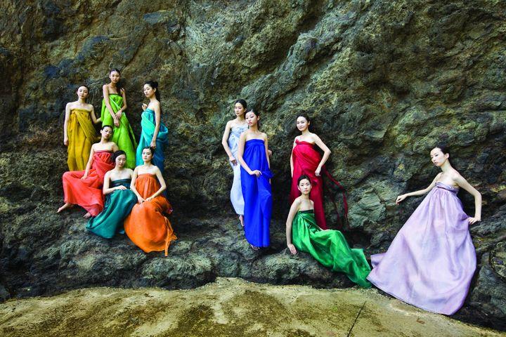 « Costumes de vent » en soie (1994-2018) de la créatrice coréenne lee Young-Hee (MAISON LEE YOUNG-HEE)