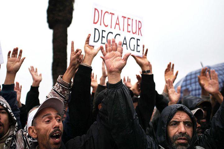 Des Marocains demandent une réforme du régime dirigé par le roi Mohammed VI, à Rabat, le 20 février 2011. (SPENCER PLATT / GETTY IMAGES EUROPE)