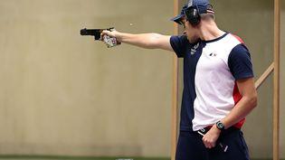 Le Français JeanQuiquampoix dans l'épreuve du tir rapide à 25 m des Jeux olympiques de Tokyo, le 2 août 2021. (CROSNIER JULIEN / KMSP / AFP)