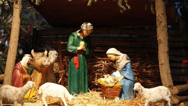 Une crèche de Noël, le 16 janvier 2011, à Paris. (PHILIPPE LISSAC / AFP)