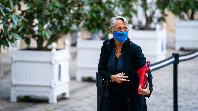 La ministre du Travail, Elisabeth Borne, à Matignon, le 26 octobre 2020. (XOSE BOUZAS / HANS LUCAS / AFP)