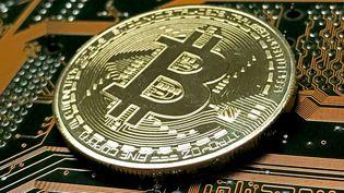 Le bitcoin : une monnaie populaire, tentante et dangereuse. (SASCHA STEINBACH / EPA)