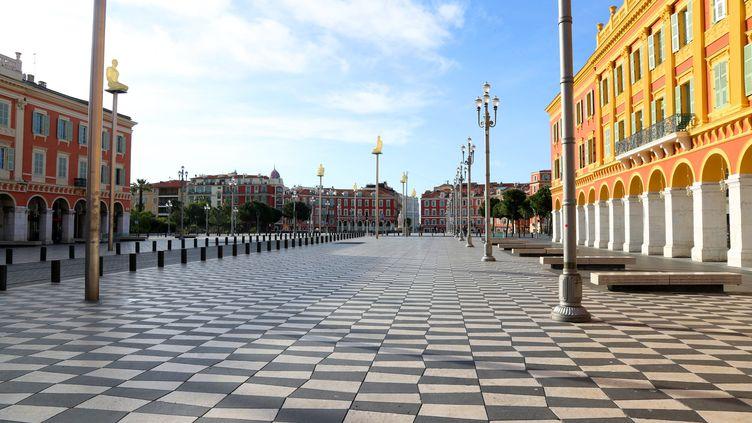 La place Masséna, à Nice, pendant le confinement, le 30 avril 2020. (SYLVESTRE / MAXPPP)
