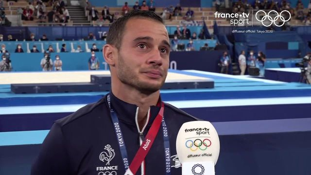 La déception et la détresse de Samir Aït Saïd après sa quatrième place au concours des anneaux dominé par la Chine avec les médailles d'or et d'argent pour Yang Liu et Hao You. Le Grec Eleftherios Petrounias s'adjuge le bronze.