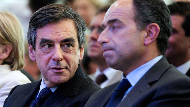 François Fillon et Jean-François Copé, le 3 mai 2012, à Bordeaux (Gironde) lors d'un meeting de l'UMP. (JEAN-PIERRE MULLER / AFP)