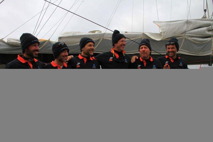 Les 6 membres d'équipage autour de Jean-Pierre Dick