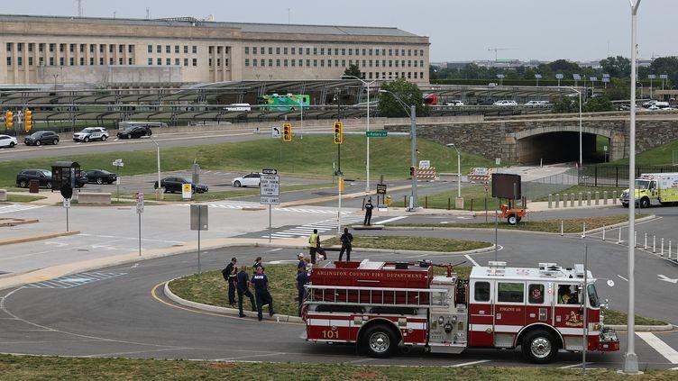 Les secours arrivent au Pentagone à Arlington (Virginie, Etats-Unis), le 3 août 2021, après qu'un policier a été tué. (CHIP SOMODEVILLA / GETTY IMAGES NORTH AMERICA)