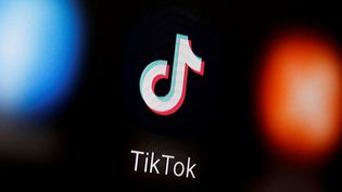 Amazon a envoyéle 10 juillet 2020 une note à ses salariés leur indiquant qu'ils devaient supprimer l'application TikTok. (DADO RUVIC / REUTERS)